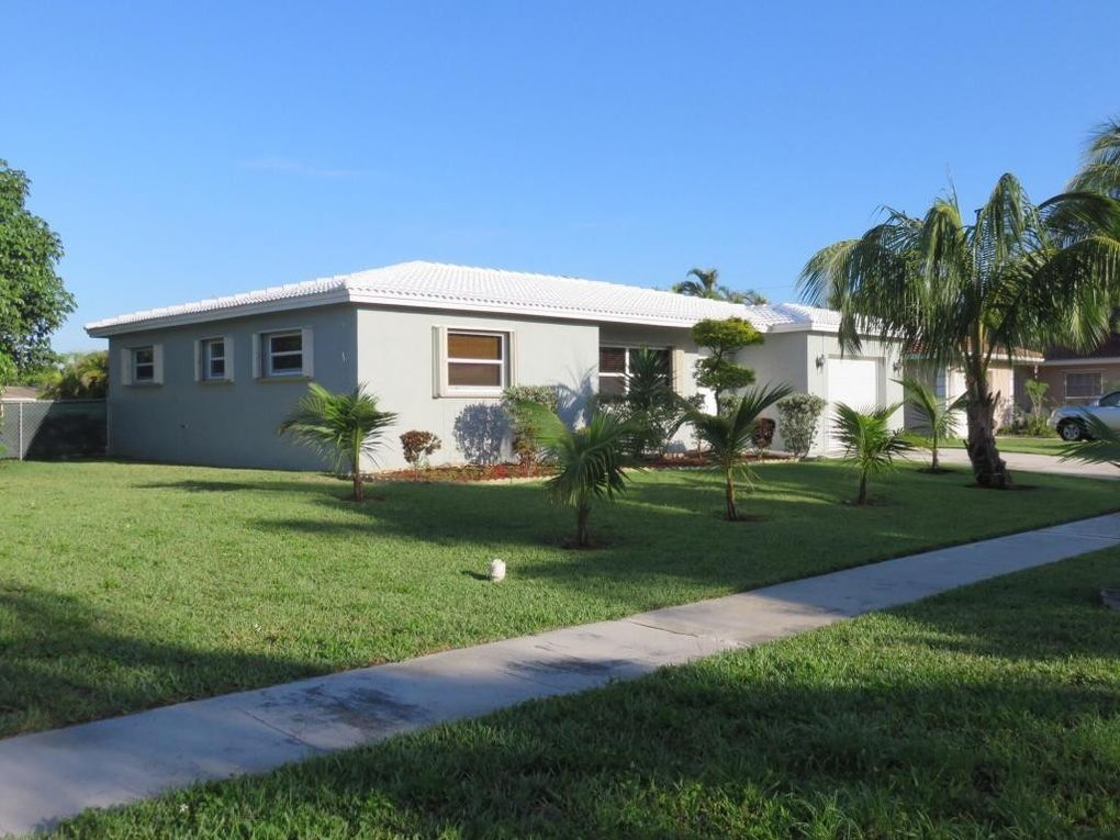22071 Aslatic St, Boca Raton, FL 33428