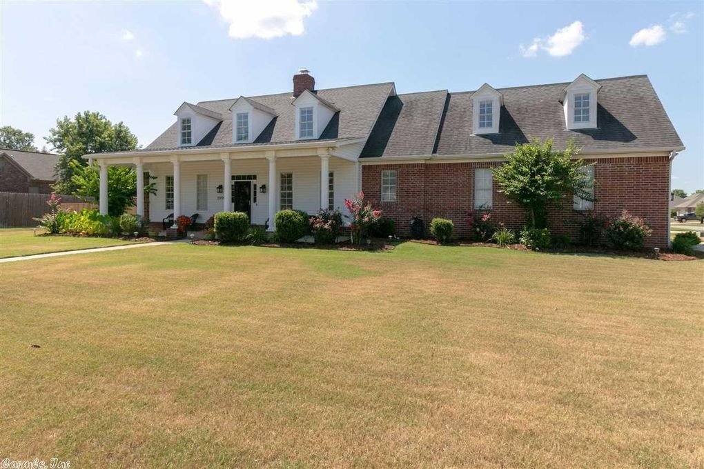1990 Penny St, Conway, AR 72034
