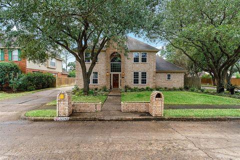 12143 Meadow Lake Dr, Houston, TX 77077