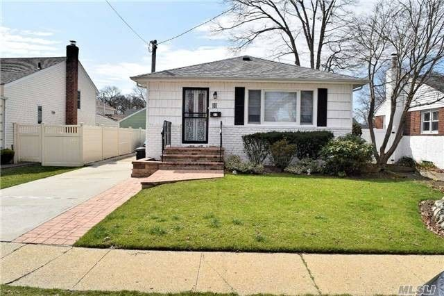 80 Boston Ave, Massapequa, NY 11758