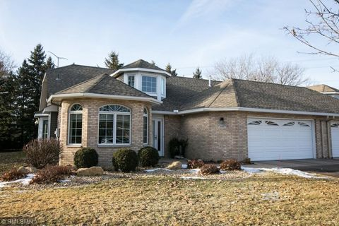 Photo of 3001 Highpointe Curv, Roseville, MN 55113