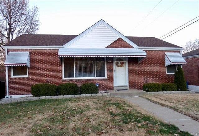 4711 Heege Rd, Saint Louis, MO 63123