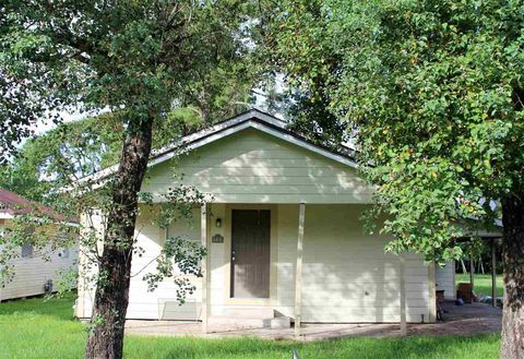 144 W Darby St, Bridge City, TX 77611