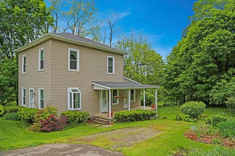406 Chase Ave, Gambier, OH 43022