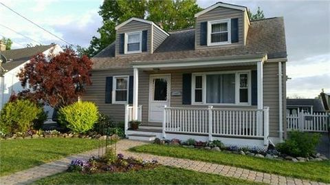 17 March Pl, Fords, NJ 08863