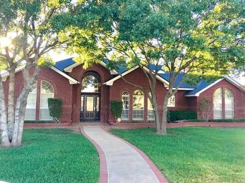106 Duval Dr, Levelland, TX 79336