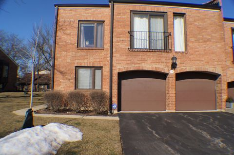 Photo of 19 W230 Governors Trl Unit 23, Oak Brook, IL 60523