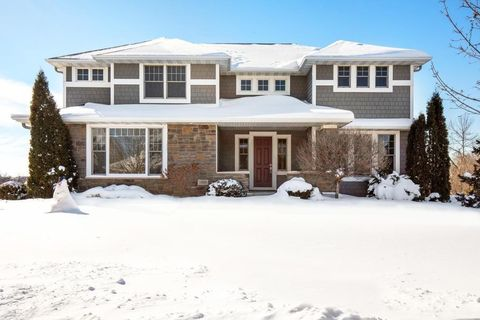 Photo of 1895 Carriage Dr, Victoria, MN 55386