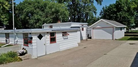 Photo of 131 10th St Se, Rugby, ND 58368