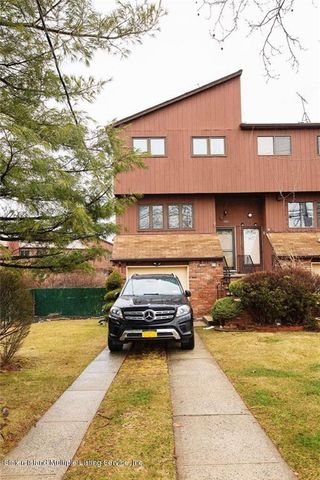 Photo of 989 W Fingerboard Rd, Staten Island, NY 10304