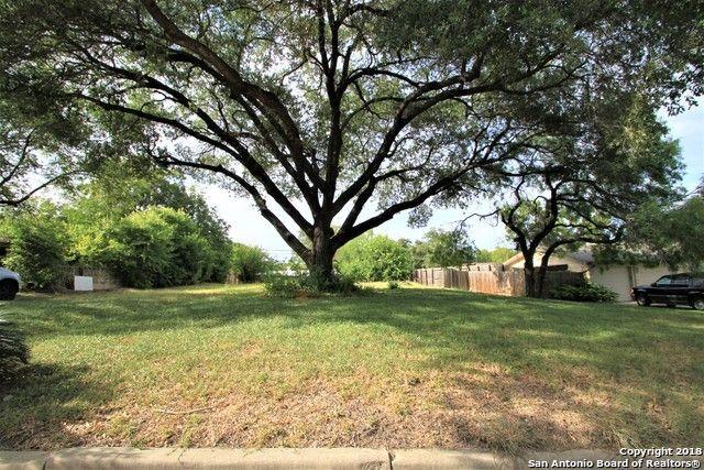 127 Bryker Dr, Terrell Hills, TX 78209