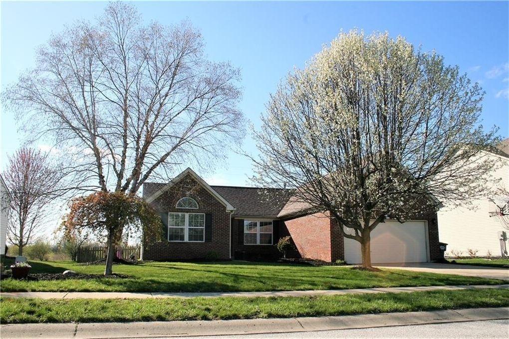 302 Pennswood Rd, Greenwood, IN 46142