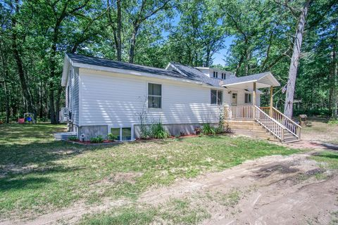 5560 Whiting Ave, Pentwater, MI 49449