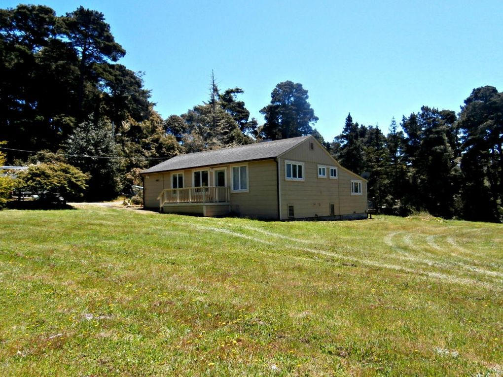 32901 Pearl Dr, Fort Bragg, CA 95437