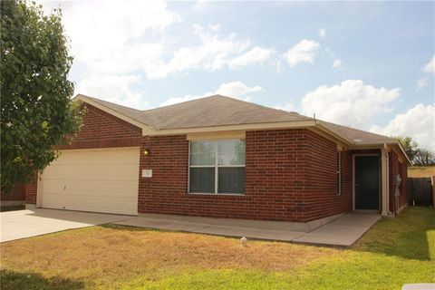 Photo of 332 Outfitter Dr, Bastrop, TX 78602