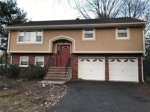 1525 Greenwood Dr, Piscataway, NJ 08854