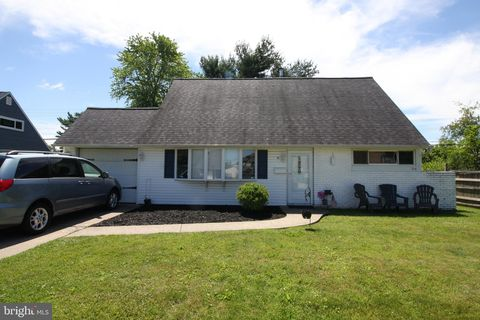 Photo of 84 Queen Lily Rd, Levittown, PA 19057