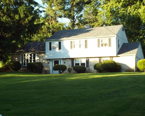 3 Stoneridge Rd, Thornton, PA 19373