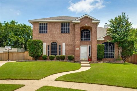 Photo of 513 Oakdale Ct, Burleson, TX 76028