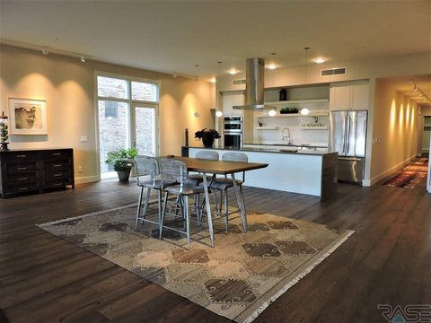 Photo of 421 N Phillips Ave Apt 201, Sioux Falls, SD 57104
