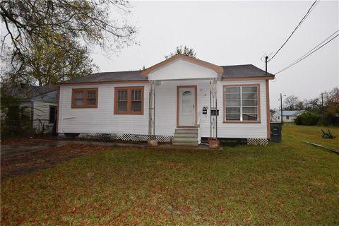 2810 And 2810 1 2 Hinton Dr  Lake Charles  LA 70615. Lake Charles  LA 4 Bedroom Homes for Sale   realtor com