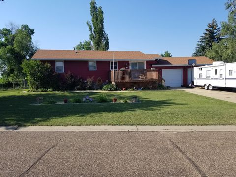 301 6th St Nw, South Heart, ND 58655