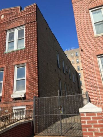 Photo of 813 Crown St, Brooklyn, NY 11213