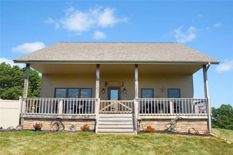 1431 Oregon St, Knoxville, IA 50138