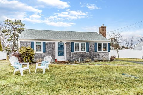 Photo of 40 Shore Rd, West Dennis, MA 02670