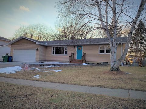 524 17th Ave S, Brookings, SD 57006
