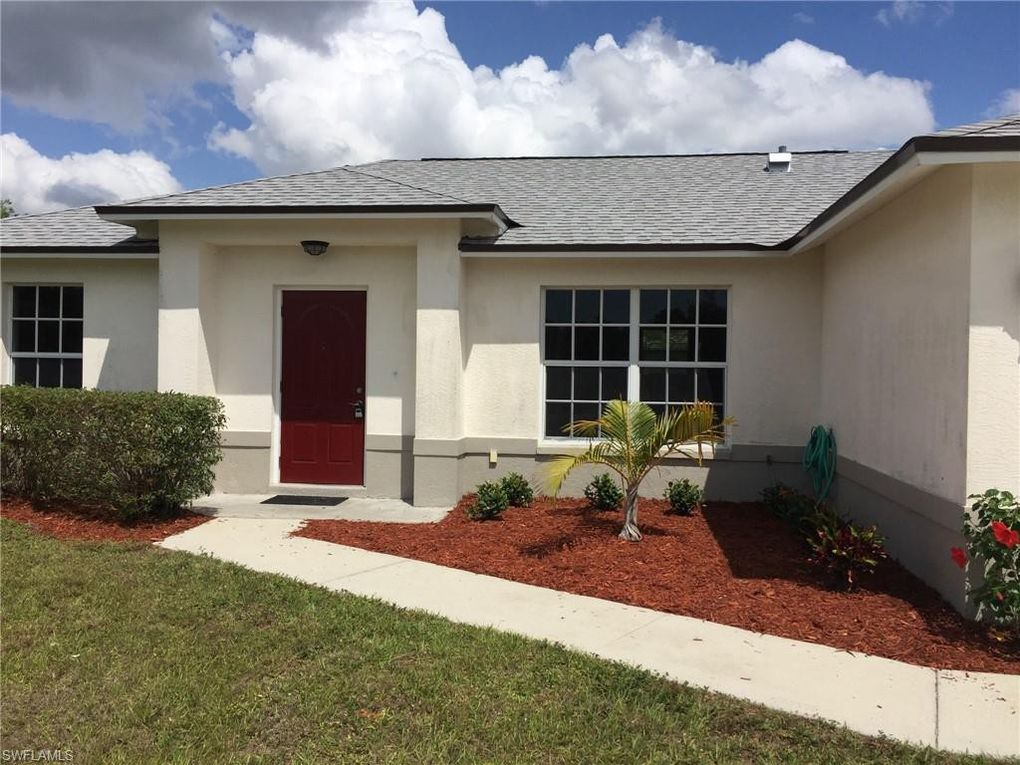 829 Woodridge Cir, Fort Myers, FL 33913