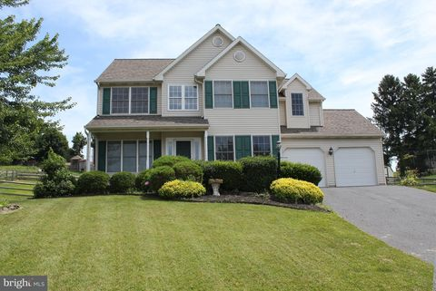 634 Carrie Dr, Dallastown, PA 17313