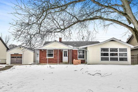 Photo of 28 W519 Riverview Dr, Warrenville, IL 60555