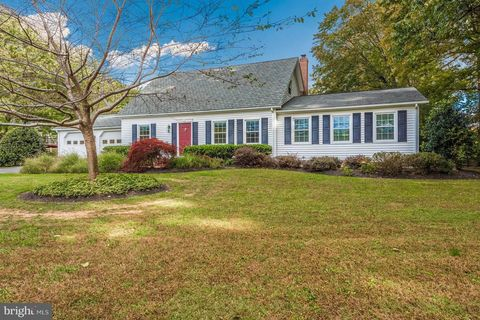 5002 Snow Dr, Frederick, MD 21703