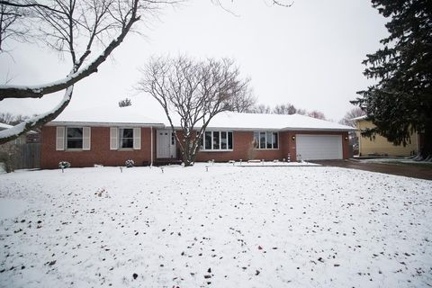 3128 Middle Rd, Davenport, IA 52803