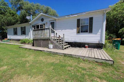 851 Elm St, Kindred, ND 58051