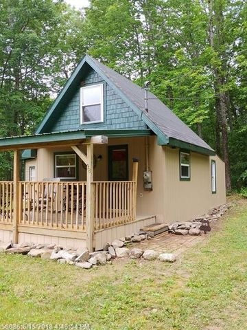 98 Hoxie Rd, Canaan, ME 04924