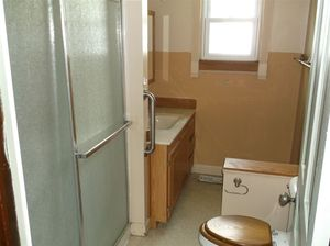320 S Park St Seymour In 47274 Bathroom