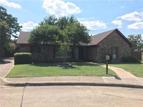 Photo of 1003 Woodland Way, Richardson, TX 75080