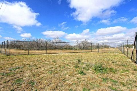 Photo of Out Of Area, Asherton, TX 78827