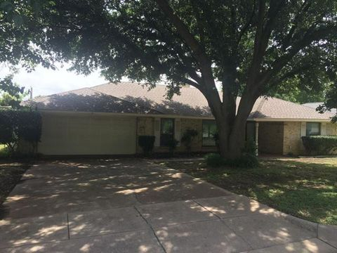 Photo of 6805 Winchester Ct, Fort Worth, TX 76133