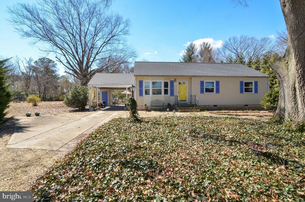 3214 Riverview Dr Colonial Beach, VA 22443