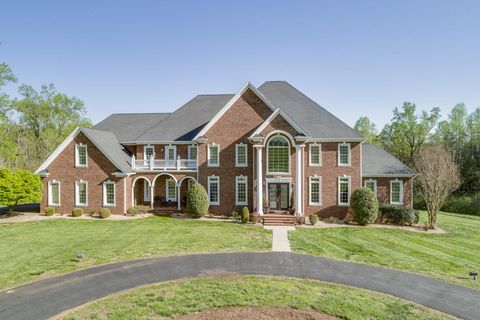Photo of 5330 New London Rd, Forest, VA 24551