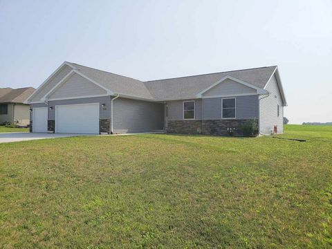 Photo of 109 Clover Ln, Janesville, WI 53548