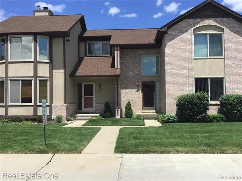Photo of 20366 Villa Grande Cir, Clinton Township, MI 48038