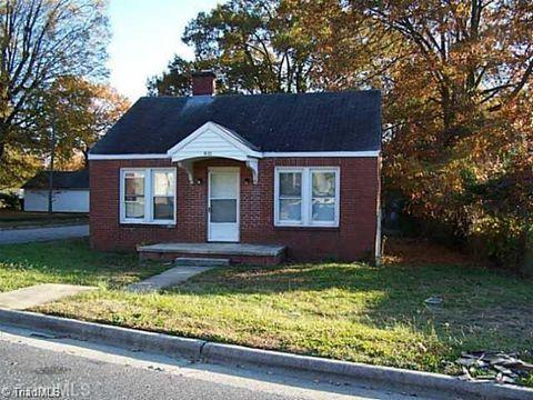 Photo of 811 Dana Pl, Greensboro, NC 27406
