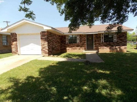 708 W Louisa Ave, Iowa Park, TX 76367