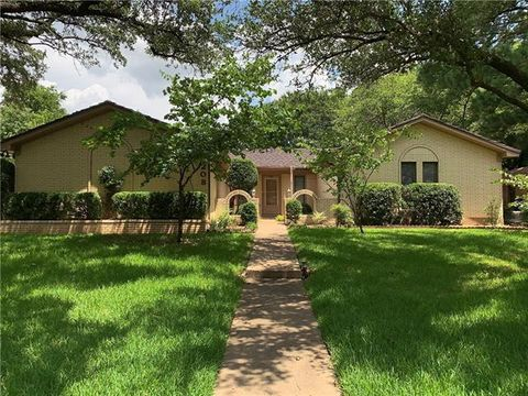 Photo of 208 Oak Valley Dr, Colleyville, TX 76034