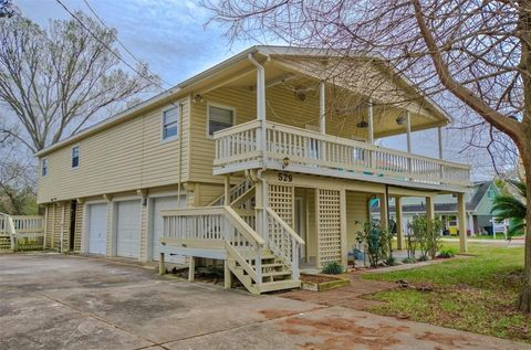Photo of 529 Pine Rd, Clear Lake Shores, TX 77565