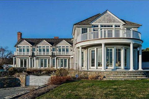 Photo of 41 Castle Hill Ave, Newport, RI 02840